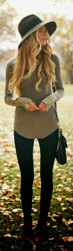 Detail Cuff Sweater With Hat and Handbag