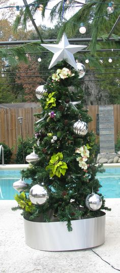 Holiday Poolside Decor: Can't go wrong with fresh greenery and silver  #Holiday #Poolside #Decor #Christmas
