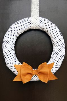 polka dot wreath with a bow!
