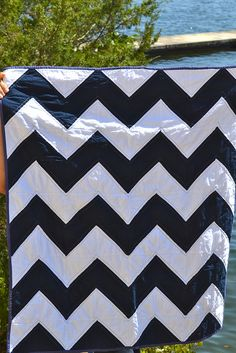 Navy and whte zig zag quilt