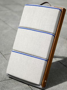Almohada de bolillos Puzzle fabricada en lino. ¡Ya no es necesario levantar la labor para subirla!