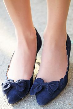 Scallop bow shoes