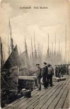 vintage postcard: Lowestoft fish market ca 1900