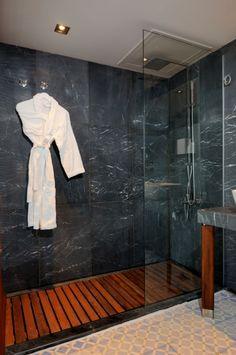 Salle de bain (douche à l'italienne) - Bathroom (walk in rain shower)
