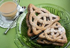 Celtic knot cookies with graham flour.