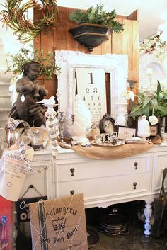 Robin's Vintage Suitcase booth