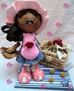 Boneca Feita em Isopor revestido em EVA. Enfeite de mesa ou modelo para presente. R$ 35,00