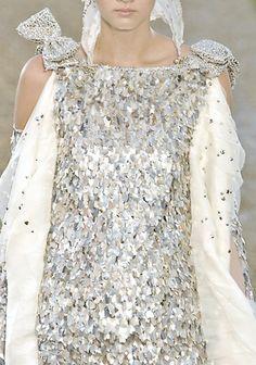 :Chanel Haute Couture Fall/Winter 2007. - via: fuckyeahfashioncouture: - Imgend