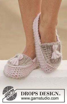 """Crochet DROPS slippers in """"Eskimo"""". ~ DROPS Design"""