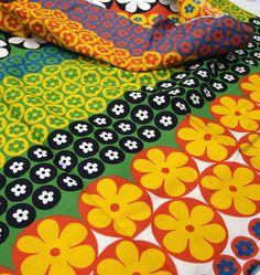 60s vintage fabric : mod flowers