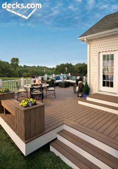 Winchester, VA - Low level Trex Escapes Decking - Built in PLanters