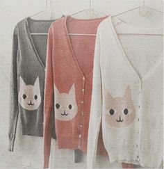 CAT SWEATER. Replace with Leo's face, and I'd totally wear this!!