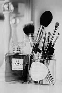 Chanel No 5 Black & White