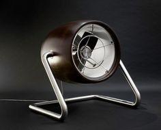 Il Black Fan è un ventilatore di design  l'utilizzo di materiali di prima qualità come acciaio inox e legno Wenge,  finemente lavorati a mano, rendono l' oggetto un' opera d'arte utilitaristica. Il Fan Black è adatto a una grande sala e soffia come un vento d'inverno a Varsavia.
