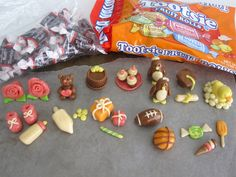 Lindsay Ann Bakes: Sweet Treat Tootsie Roll Cupcake Toppers