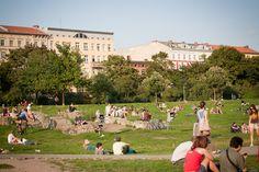 Kreuzberg, Berlin! Drinks in the park :D