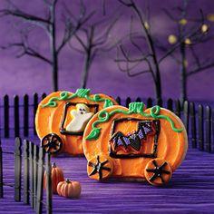 Halloween Carriage Cookies: A pumpkin-shaped cookie becomes a golden carriage – Halloween-style!