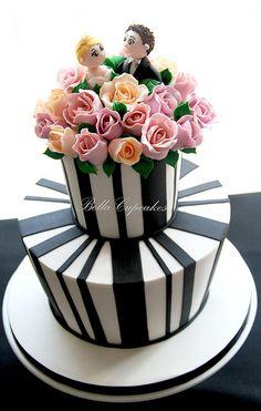Black & white with a hint of vintage wedding cake amaz cakehappili, bella cake, beauti cake, vintage wedding cakes, cake decor, cakescup cake, black white, bella cupcak, white cakes