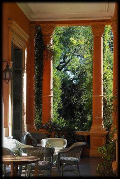 Una de las facetas menos conocidas de Victoria Ocampo es la de su amor por las plantas, los jardines y la naturaleza. Ésta era una característica  familiar y aprendió de su madre el nombre de las plantas y las tareas de  jardinería propias para la conservación de los jardines familiares, como  el de Villa Ocampo.