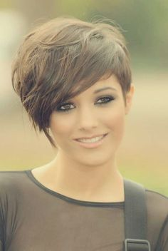 18 Short Hairstyles for Winter: Most Flattering Haircuts | Popular Haircuts  Emma like the side swept short.