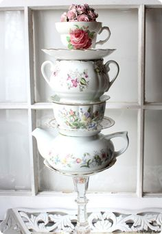 I'll have to check DI for cups & saucers for this one. {love}