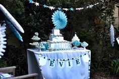 Cinderella inspired Princess Party with Such Cute Ideas via Kara's Party Ideas | Cake, decor, desserts, favors, games, and more! KarasPartyIdeas.com #cinderella #cinderellaparty #princessparty #partyplanning #partystyling #partyplanner #eventplanning #partyydesign (6)