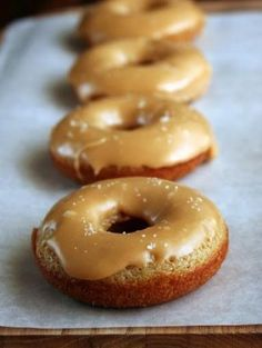 Salted Caramel Apple Cider Baked Donuts. #food #autumn #Thanksgiving #Halloween #doughnuts #donuts