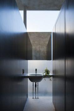 Tunnel House by Makiko Tsukada Architects ©Shinkenchiku-sha