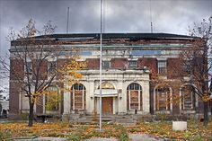 Abandoned police precinct in Highland Park, MI. Next to it are various abandoned municipal buildings, including a courthouse and fire station. This is indicative of Detroit's dramatic population fall and the subsequent mass abandonment and urban decay it caused.