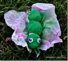 This simple caterpillar to butterfly craft is a great way to teach kids about metamorphosis! From @MamaSmiles