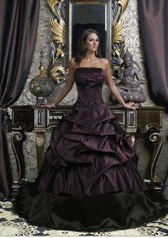gothic wedding dress <3