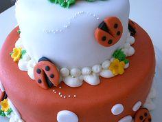 Ladybug cake ideas - I like these ladybugs