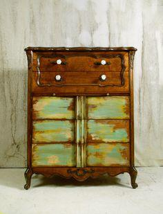 Beautiful paint scheme on vintage dresser