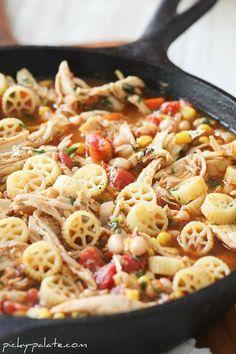 Southwest Chicken Chili Mac....Skillet Style - Picky Palate #dinner #chili #chicken #chickendinner