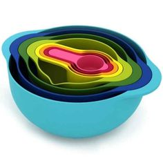 Nesting Bowls with Measuring Cups   33 Insanely Clever Things Your Small Apartment Needs