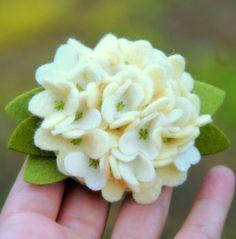 felt hydrangea--i love hydrangeas AND felt.