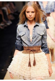 #Chickwish  Swan Cloud Skirt