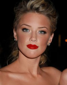 Amazing classic makeup, so pretty!