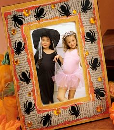 Spooky Spider Frame created with Mod Podge and FolkArt paints. #modpodge #frame #halloween