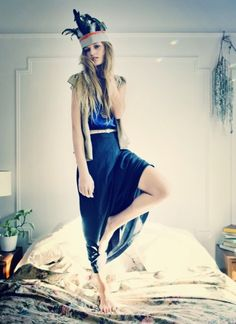 model posem anna wolf, painting art, wolf photographi, blue, fashion styles, dress up, style quotes, photography, style fashion