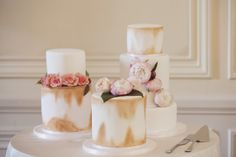 mini wedding cake, small wedding cake, modern wedding cake, gold wedding cake, flower wedding cake, elegant wedding cake