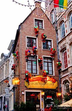 Poechenellekelder | Brussels, Belgium