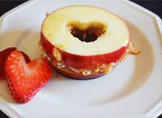 Super-cute Valentine apple sandwich and other adorable ideas from Don't Panic Mom (dontpanicmom.com)