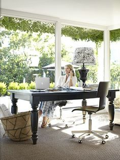 A dining table as a desk? Yum.