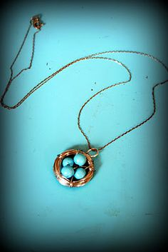 Cute little bird's nest necklace and so easy to make!