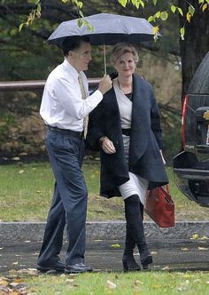 ann and mitt romney   Republican presidential candidate Mitt Romney and his wife, Ann, walk ...