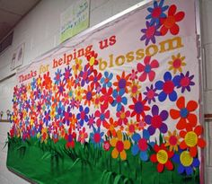 PTA Bulletin Boards - Asking the students to write a note of appreciation about their teachers and use for center of flowers. This would be great for Teacher Appreciation! @Traci Puk Synatschk and @Patricia Smith Hayes Workman