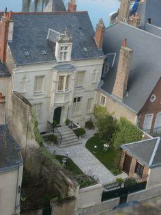 Charming Parisian front garden