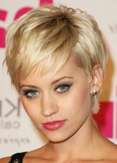 Short Hairstyles for Thin Hair: Women Over 30-40//////////////////Aw,now that is CUTE!