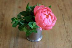 A mint julep bouquet (plus peony) for Kentucky Derby Day via Gardenista